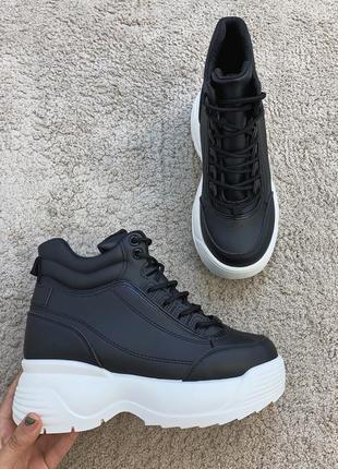 Осенние спортивные ботинки на толстой подошве