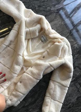 Эко шуба stradivarius пальто белая кремовая поперечка шубка меховая