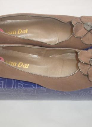 Фирменные натуральные замшевые туфли темная пудра на 36 размер новые