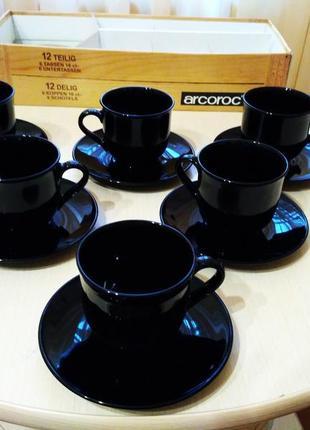 Набок красивого кофейного сервиза
