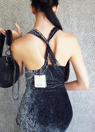 Платье из бархата с красивой спинкой