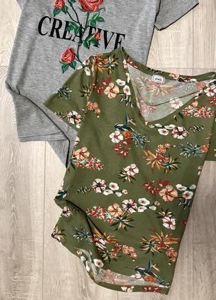 Неймовірна футболочка в квіти