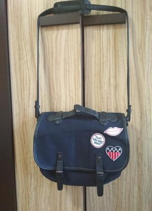 Классная небольшая сумка через плечо от cachecache