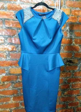 Платье футляр чехол с баской и вышивкой из бисера на плечах dorothy perkins