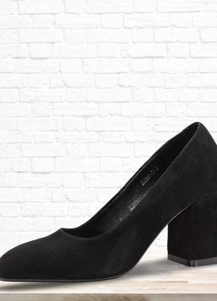 Замшевые туфли comfort на каблуке. черные. 39 размер