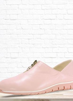 Красивые кожаные туфли на низком каблуке. розовые. 37 размер