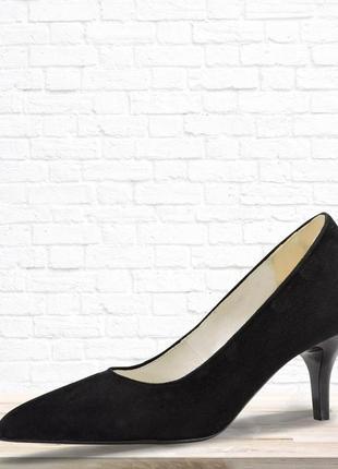 Женские туфли на каблуке. черные.