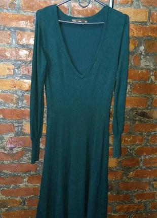 Платье из гладкого трикотажа с v-образным вырезом zara