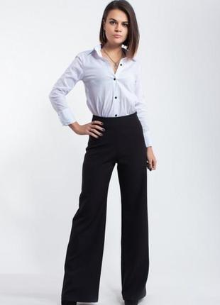 Широкие брюки с высокой посадкой в тонкую полоску