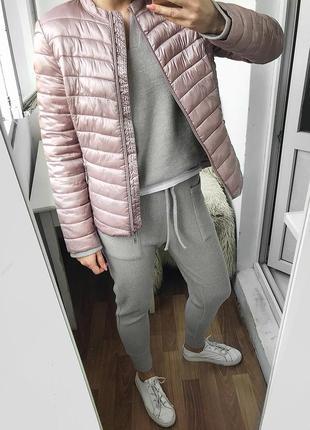 Нежная пудровая стеганная куртка с легким утеплителем orsay