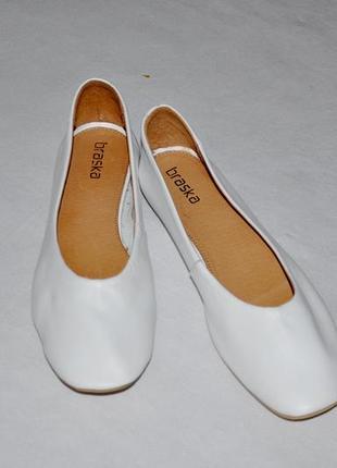 Белые кожаные балетки