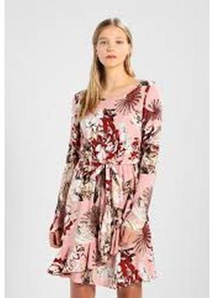 Платье с длинным рукавом и воланом