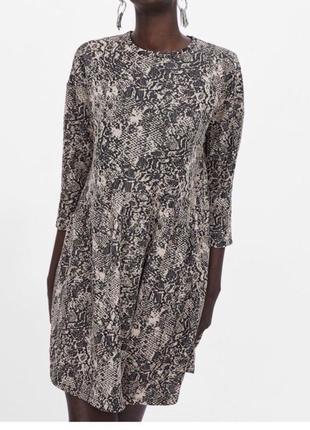 Новое без бирки жаккардовое платье со змеиным принтом zara basic turkey