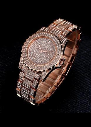 Шикарний трендовий яскравий годинник часы у стразах