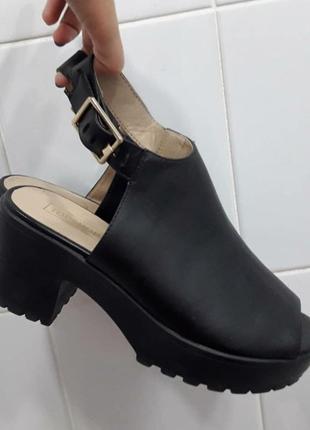 Шикарные туфли ботинки босоножки на классной платформе