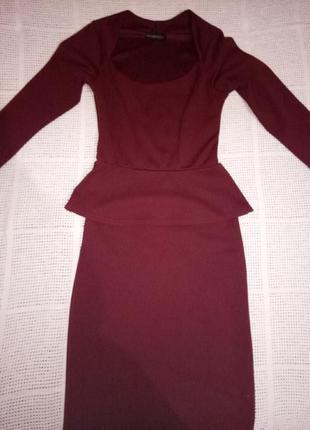 Стильное обтягивающее платье.