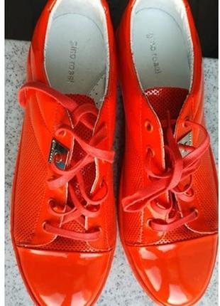 Кожаные коралловые кеды gino rossi лакированные разм.39