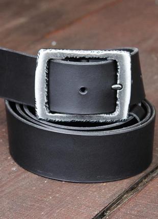Мужской кожаный ремень с пряжкой имитирующий ковку