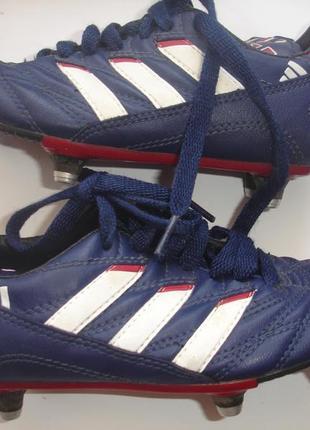 Фирменные adidas оригинал футбольные бутсы мальчику на 29-30 размер идеал