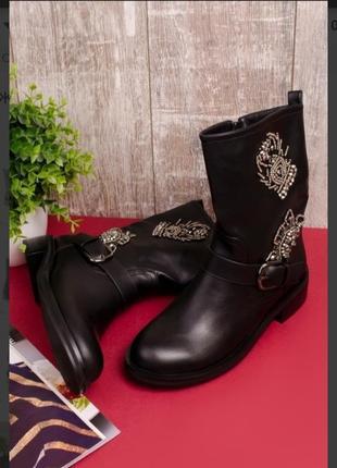 Стильные черные шикарные осенние сапоги с вышивкой бисером демисезон