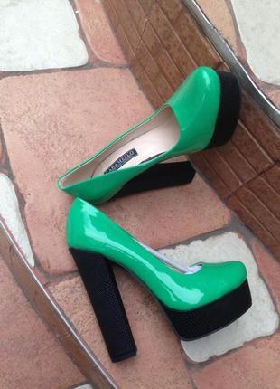 Туфли стильные зеленые