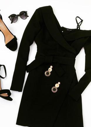 Чорне плаття з відкритим плечем missguided