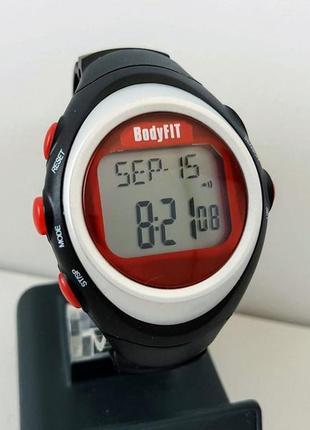 Спортивные часы пульсометр bodyfit, новые, красивые. из англии.