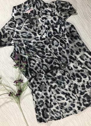 Атласная блузка с короткими рукавами