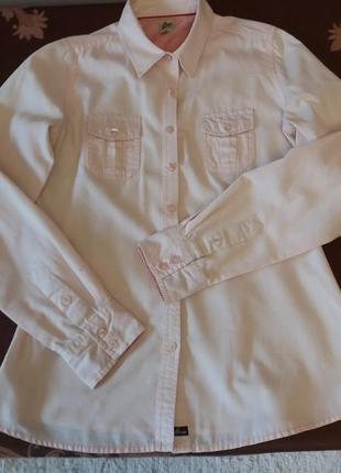 Розова рубашка с красивой фактурой и натуральной ткани.