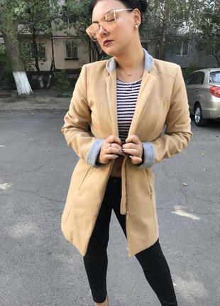 Бежевое пальто осень-весна