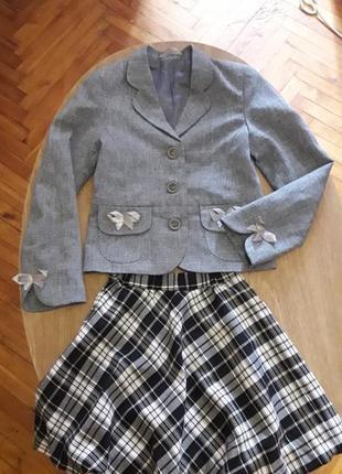Пиджак и юбка школьные.