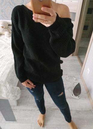 Стильный теплый свитер на одно плечо состояние нового