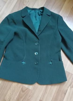 Пиджак школьный зеленого цвета