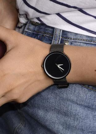 Уценка! новые часы -незначительный деффект