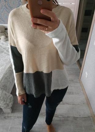 Стильный красивый свитер оверсайз колор-блок