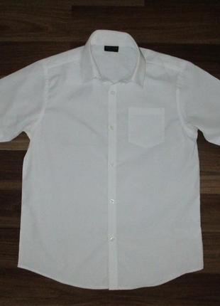 Беленькая рубашка с коротким рукавом фирмы некст на 10 лет