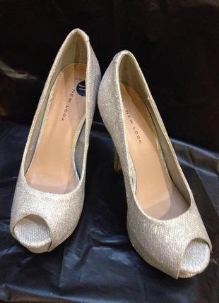 Шикарніе серебряные туфли от new look
