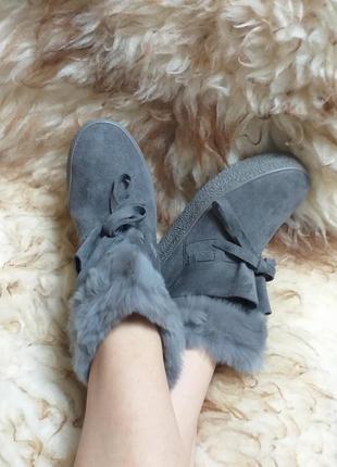 Удобные замшевые ботинки с мехом на платформе