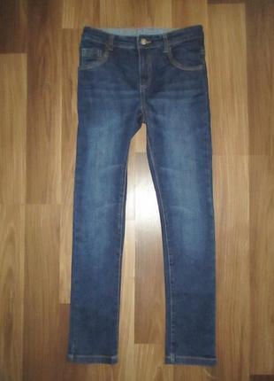 Узкие синие джинсики фирмы натмег на 9-10 лет