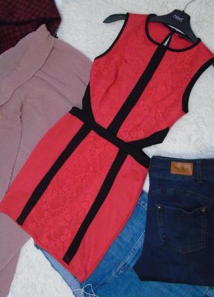 Платье красное со вставками  кружева