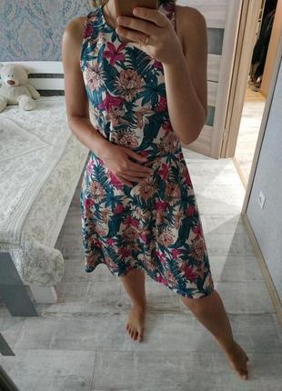 Стильное платье сарафан миди в тропический принт