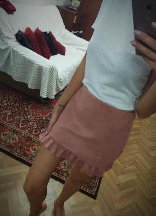 Пудровая юбка воланы под замш
