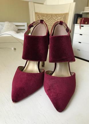 Шикарные бархатные туфли с острым носом/ бархатные лодочки на каблуке