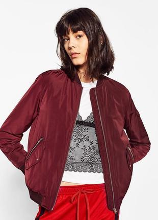 Бордовый утепленный бомбер zara со стеганой подкладкой куртка курточка на молнии