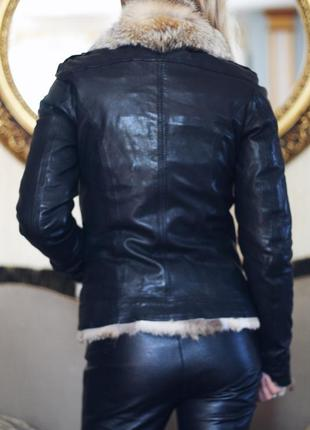 Кожаная куртка с мехом волка3 фото