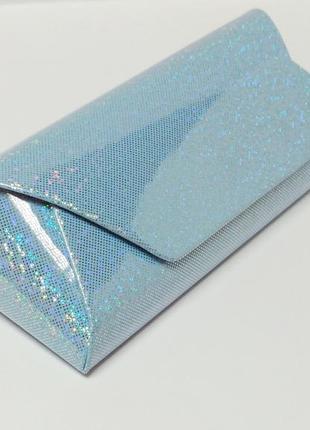 Красивый с переливом голубый футляр для очков
