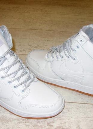 Сникерсы белые. высокие кроссовки