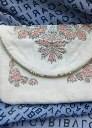 Оригинальная косметичка с вышивкой