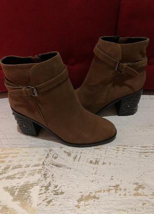 Новые натуральные фирменные ботинки 35,36