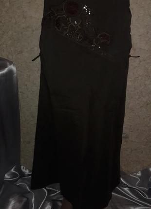 Длинная юбка с вышивкой и затяжками в области бедер